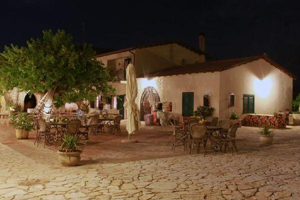 Organizzazione eventi in sicilia - cortile interno - il casale di emma