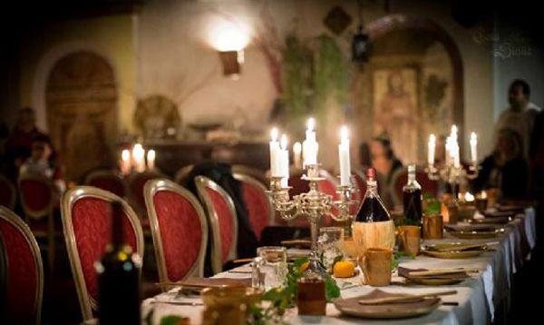 Vini italiani online - Cena con gli amici in stile medievale - La giusta sequenza di vini italiani a tavola